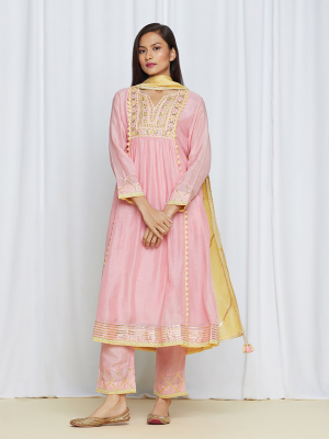 amisha kothari label utsav edit anandini kurta set rose pink