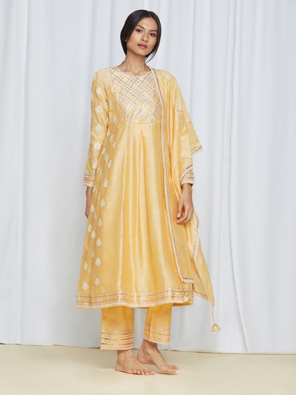 amisha kothari label rozana edit tara kurta set yellow