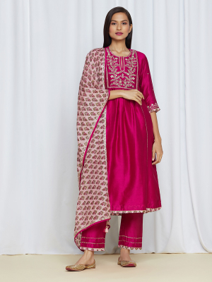 amisha kothari label amira kurta set hot pink