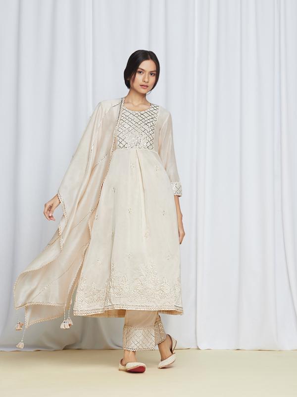 amisha kothari label edit shwet sitara kurta set
