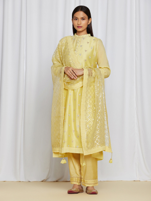 amisha kothari label utsav edit abha kurta set yellow