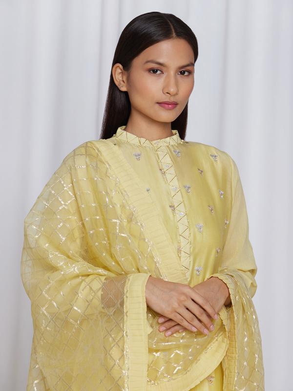 amisha kothari label utsav edit abha kurta set yellow