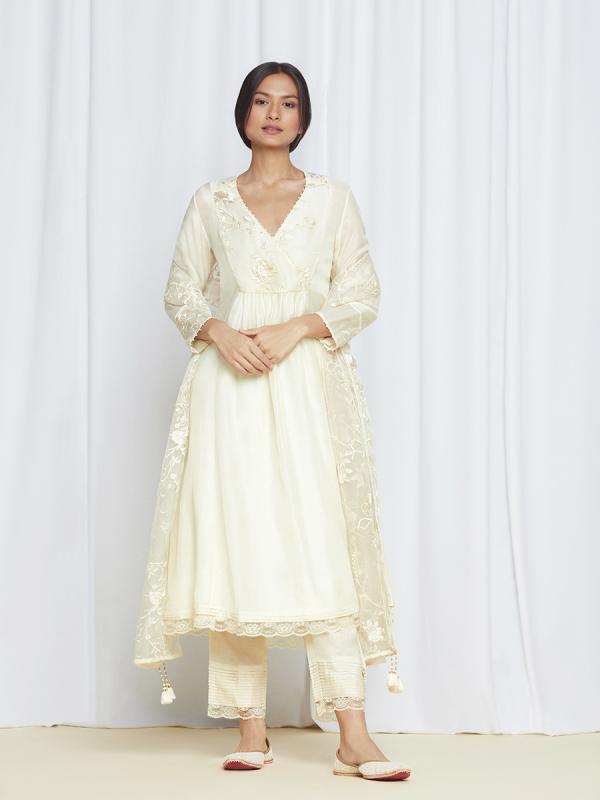 amisha kothari label kusum edit kurta set bagh ivory