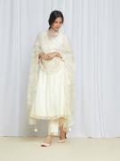 amisha kothari label edit kusum bagh kurta set ivory dupatta