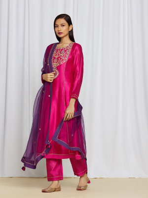 amisha kothari label utsav edit  amaira kurta set hot pink