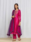 amisha kothari label utsav edit  amaira kurta set hot pink