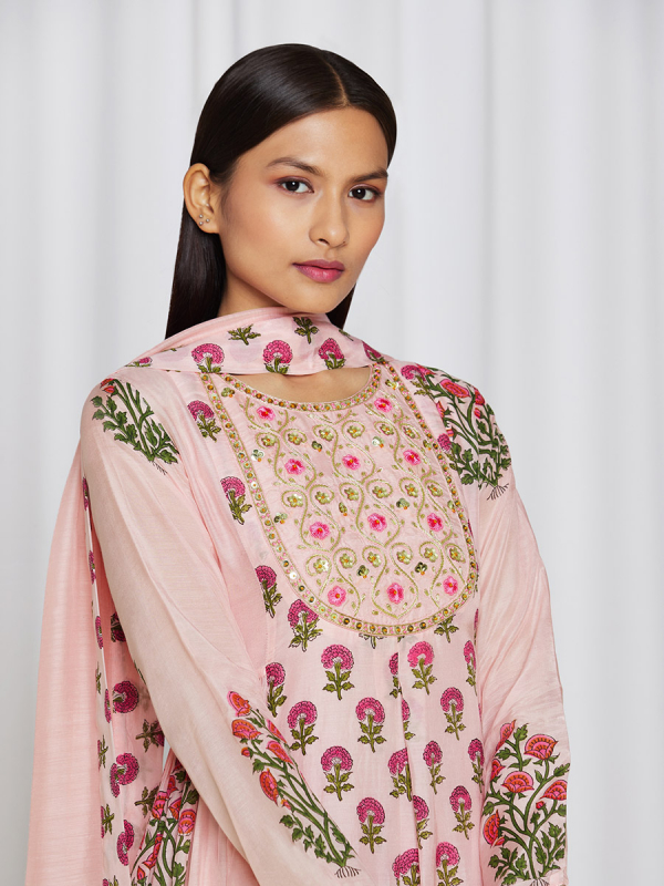 amisha kothari label utsav edit ketaki kurta set rose pink