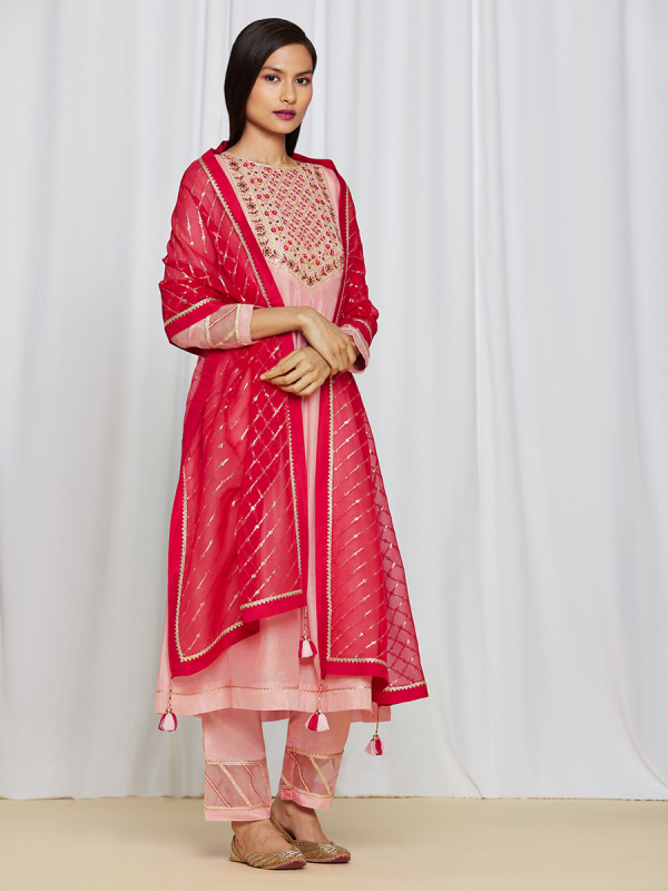amisha kothari label utsav edit amara kurta set peach