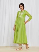 amisha-kothari-label-ayaana-kurta-set-green-4