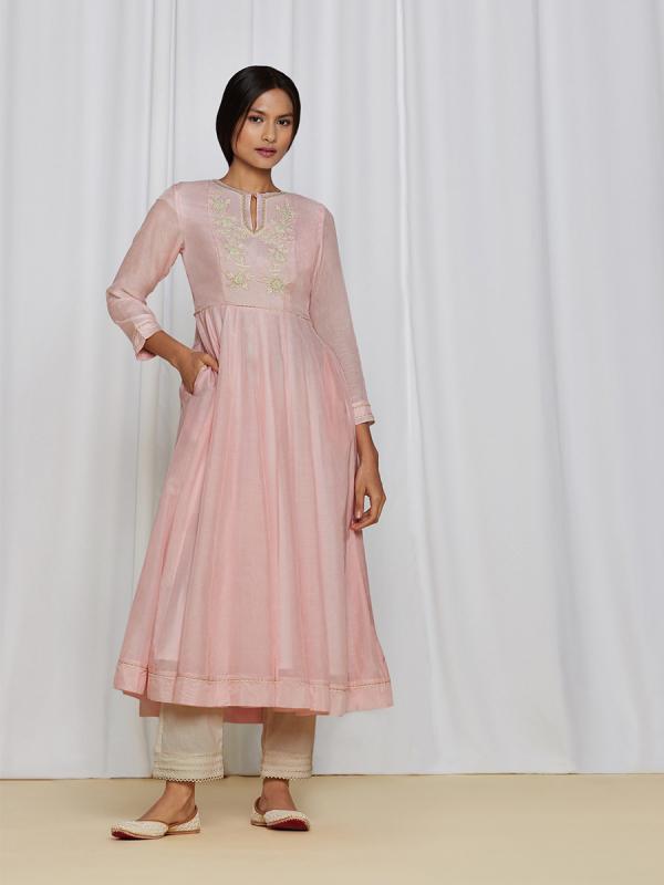 amisha-kothari-label-ayaana-kurta-set-peach-1