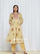 amisha-kothari-label-umang-kurta-set-yellow-1