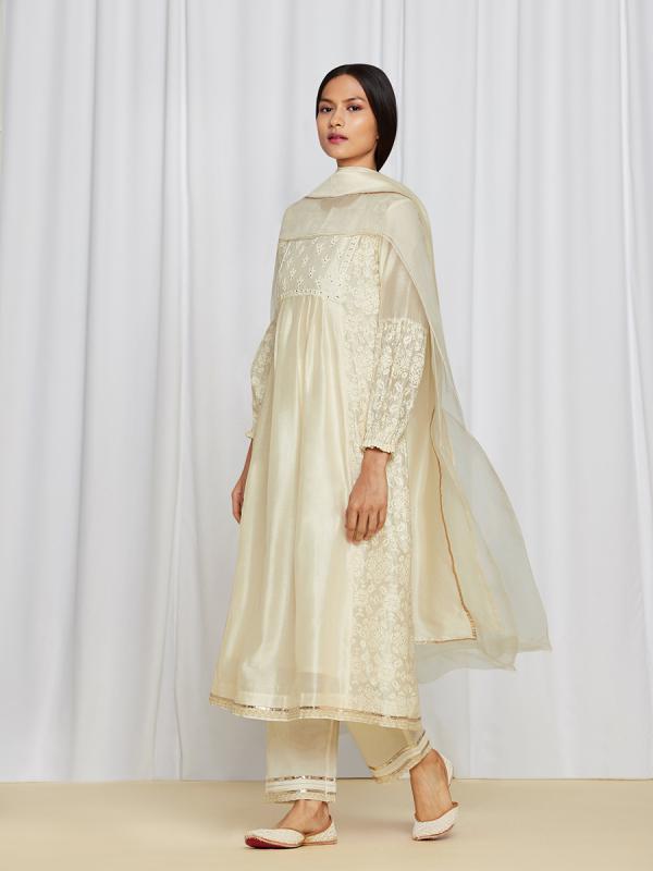 amisha-kothari-label-asma-kurta-set-ivory-2