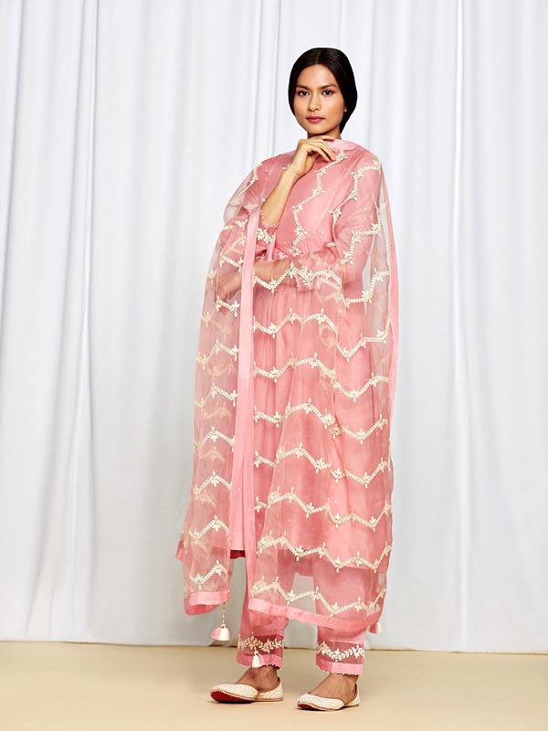 amisha-kothari-label-gulshan-kurta-set-peach-3