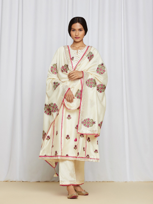 amisha kothari label shwet edit kurta set