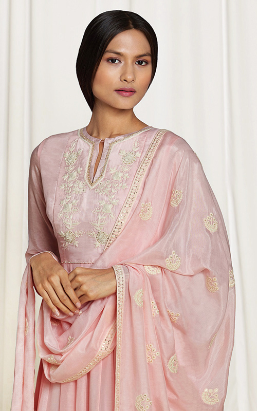 amisha-kothari-label-home-shop-new-arrivals-ayaana-kura-set-peach