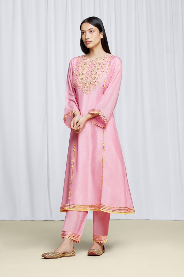 amisha-kothari-label-festive-2021-ananda-kurta-set-rose-pink-2