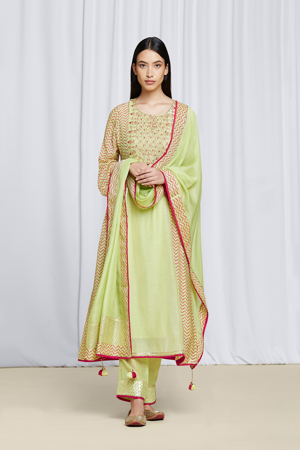 amisha-kothari-label-festive-2021-alaya-pista-green-kurta-set-2