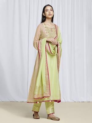 amisha-kothari-label-festive-2021-alaya-pista-green-kurta-set-1
