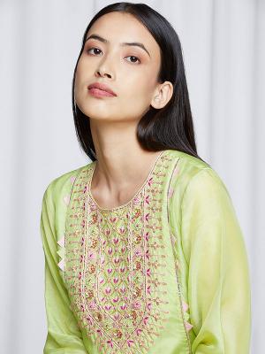 amisha-kothari-label-festive-2021-ananda-kurta-set-pista-green-1
