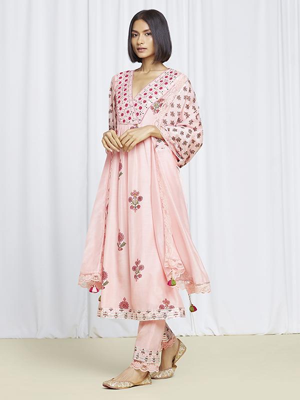 amisha-kothari-label-festive-2021-noor-kurta-set=peach-1