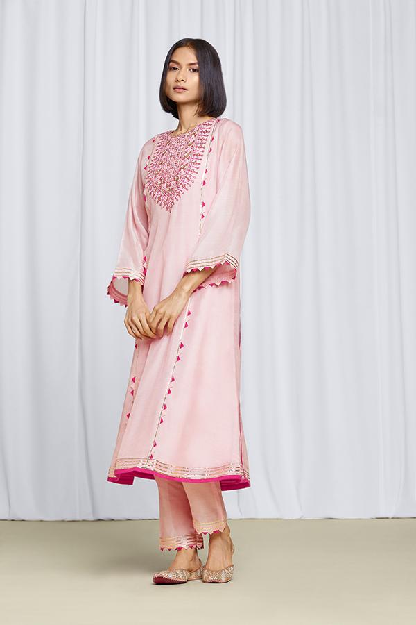 amisha-kothari-label-festive-2021-ananda-pink-2