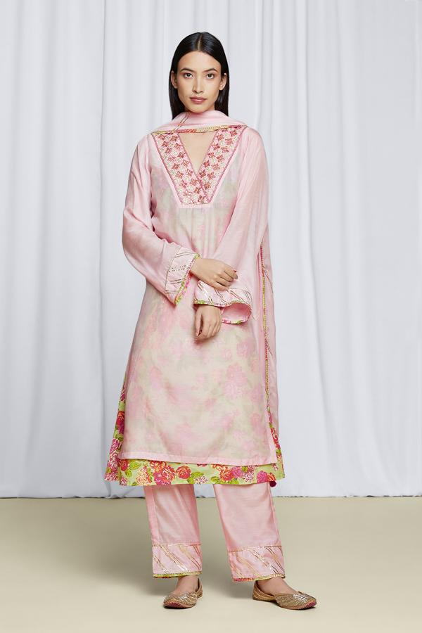 amisha-kothari-label-festive-2021-anila-kurta-set-pink-1