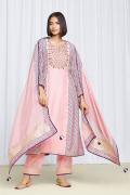 amisha-kothari-label-festive-2021-alaya-kurta-set-peach-1
