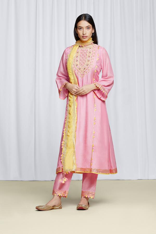 amisha-kothari-label-festive-2021-ananda-kurta-set-rose-pink-3
