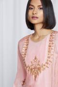 amisha-kothari-label-festive-2021-heer-kurta-set-peach-4