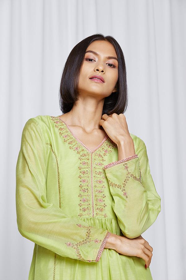 amisha-kothari-label-gulita-pista-green-kurta-set-4