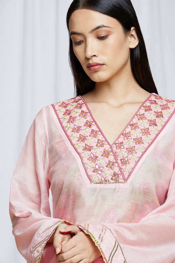 amisha-kothari-label-festive-2021-anila-kurta-set-pink-4