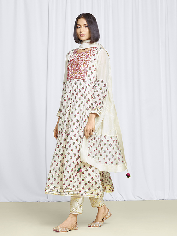 amisha-kothari-label-festive-2021-shubhra-kurta-set-ivory-1