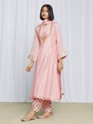 amisha-kothari-label-festive-2021-heer-kurta-set-peach-1